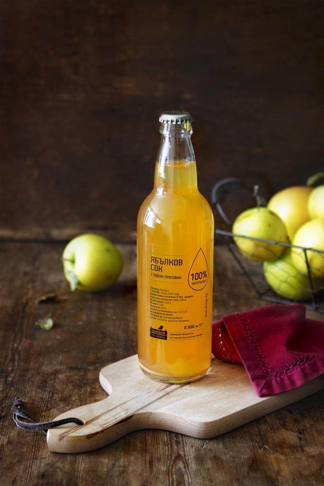 Домашен студено пресован ябълков сок